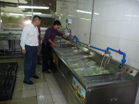 洗菜机安装现场